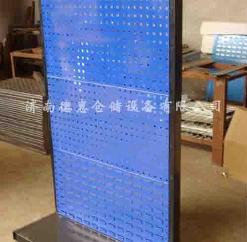 首页 产品中心 物料架  物料整理架物是以方孔挂板和百叶挂板为主要